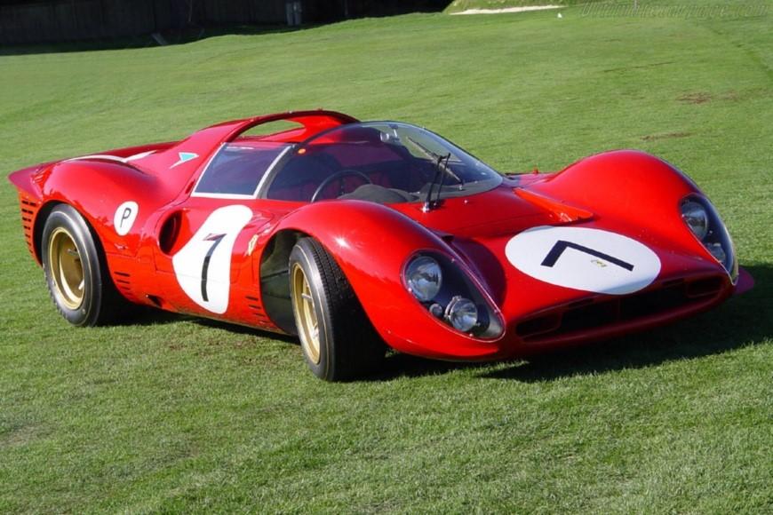 Феррари - одни из самых дорогих машин в мире